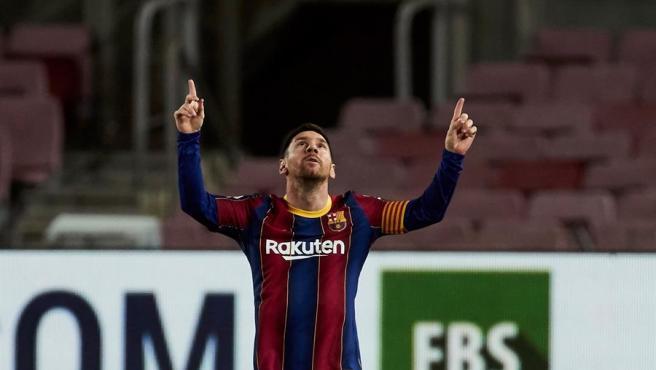 Messi celebra su gol de falta ante el Athletic.
