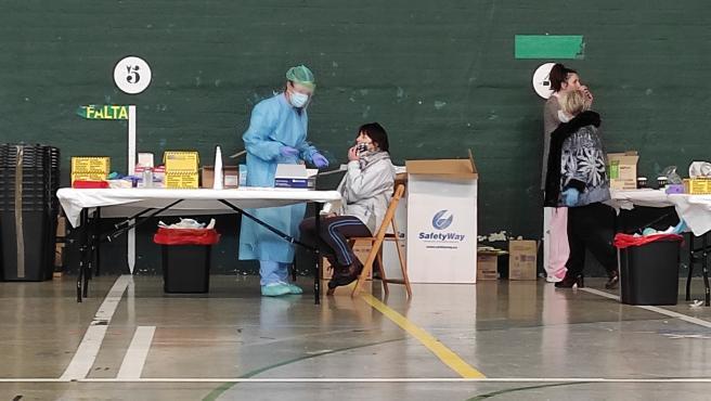 Realizan test PCR en un frontón de una localidad vasca