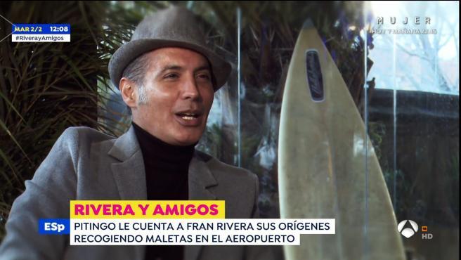El cantante Pitingo entrevistado por Fran Rivera para 'Espejo público'.