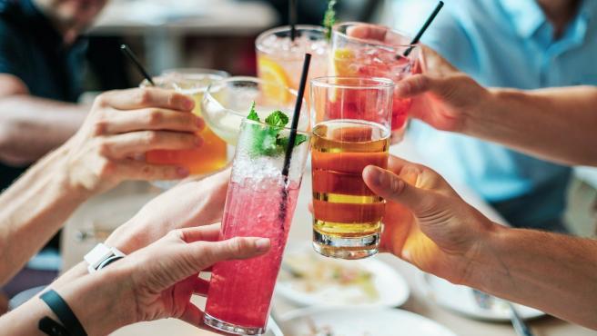 Aquellos que se han pasado con la bebida pueden empezar a tener una actitud molesta o desagradable, llegando a incomodar al camarero y a los clientes y provocando una situación violenta.
