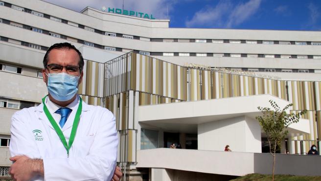 Luis de la Cruz, jefe de servicio de Oncología del Hospital Universitario Virgen Macarena