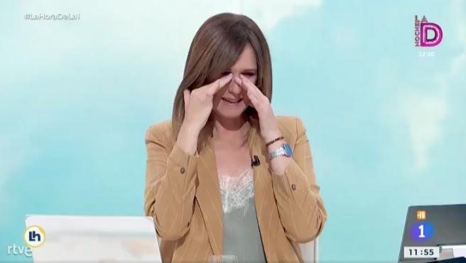 Mónica López sufre un ataque de risa en 'La hora de La 1'.