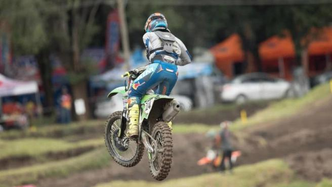 Alberto Zapata asombra al mundo del motocross.