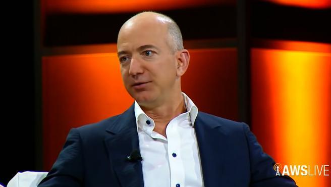 Jeff Bezos dejará su puesto al frente de Amazon