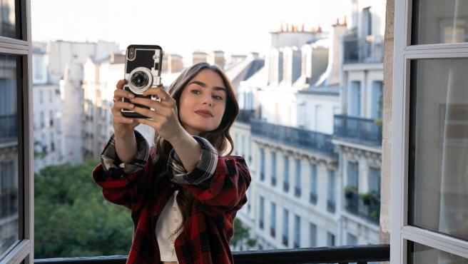 Lily Collins en 'Emily en París'