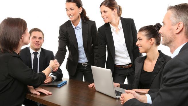 Igual de importante que elaborar el currículum o echar la solicitud es la preparación de la entrevista. Por lo general, será el filtro decisivo y una buena impresión puede ayudarte a conseguir el trabajo.