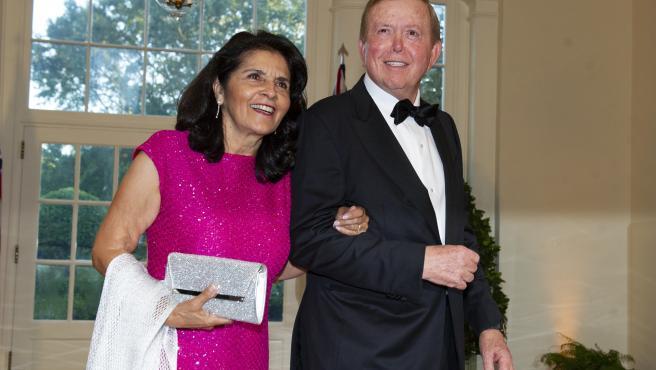 El presentador Lou Dobbs y su esposa, Debi.