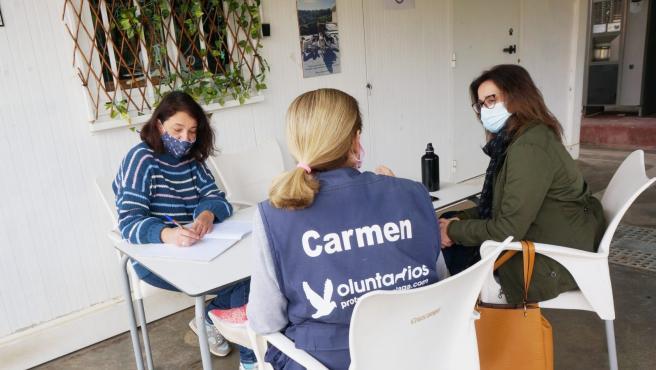 Reunión de las diputadas provinciales de Adelante Málaga, Teresa Sánchez y Maribel González, con Carmen Manzano, de la Protectora de Animales de Málaga