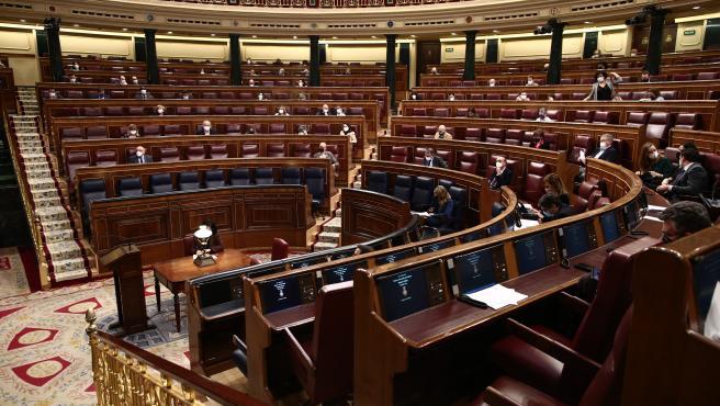 Miembros del Congreso sentados en el hemiciclo durante una sesión plenaria celebrada en el Congreso de los Diputados.