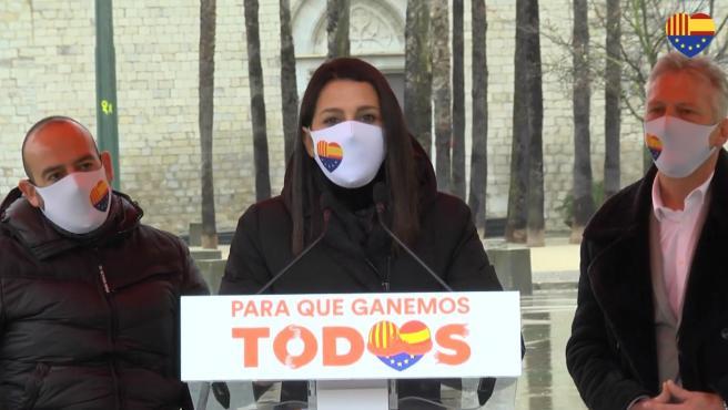 La líder de Ciudadanos, Inés Arrimadas, en un encuentro en Girona con el líder de Cs en Catalunya, Carlos Carrizosa, el diputado de Cs en el Parlament Jean Castel y el eurodiputado de Cs Jordi Cañas.