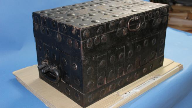 Una antigua arca histórica de madera y hierro es la 'pieza de invierno' del Museo de Ávila