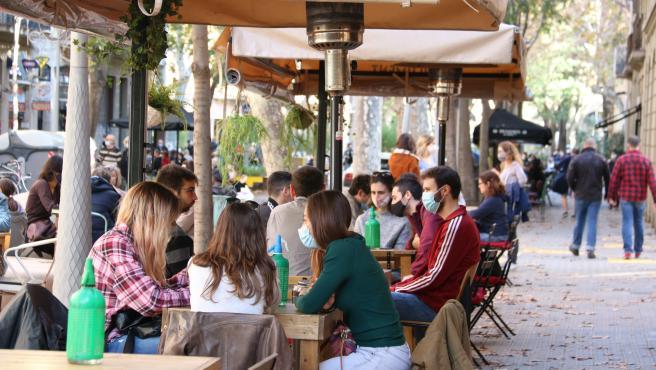Una terraza de Barcelona abierta.