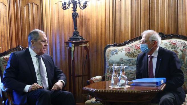 Josep Borrell y el ministro de Exteriores ruso, Sergei Lavrov, reunidos en Moscú.