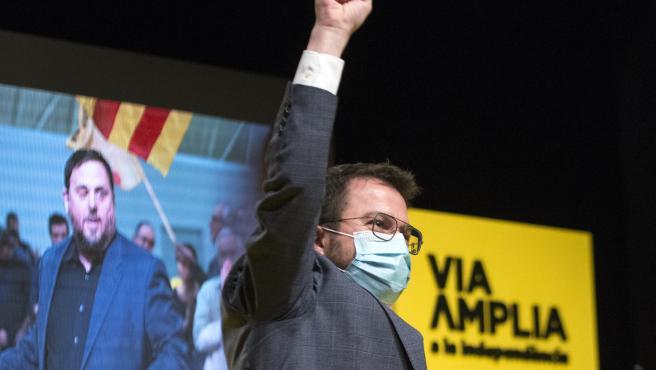 El vicepresidente de la Generalitat y candidato de ERC a las elecciones catalanas, Pere Aragonès interviene durante un acto central de campaña electoral en Girona, Cataluña (España), a 7 de febrero de 2021.