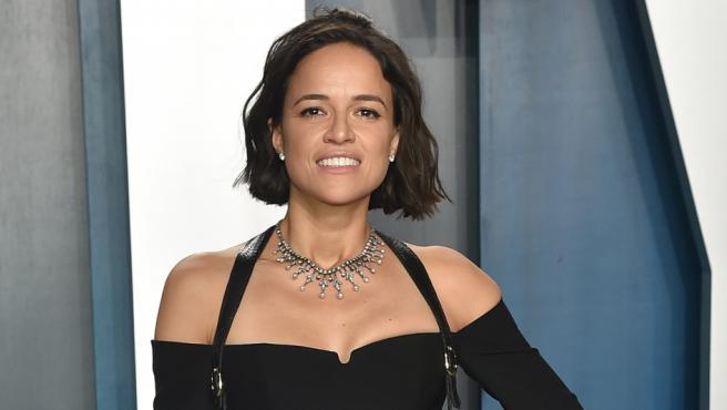 Michelle Rodriguez en la gala Vanity Fair de los Oscar 2020