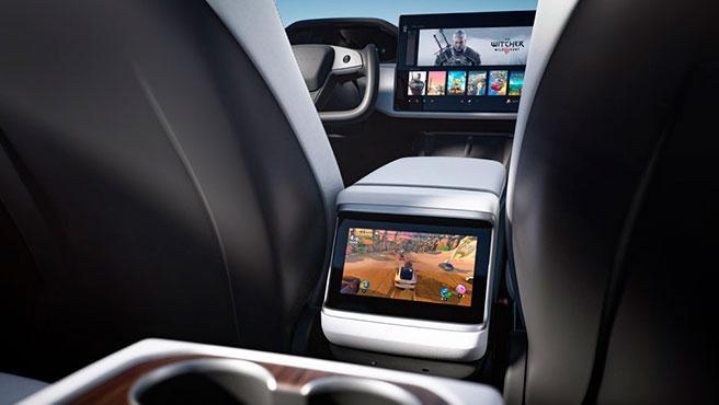 El volante del nuevo Tesla es semicircular.