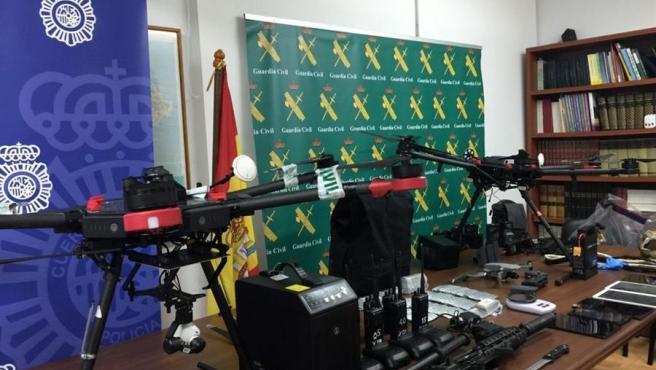Drones utilizados para el tráfico de droga y otros materiales, incautados por la Guardia Civil y la Policía Nacional durante la operación 'Rond-Hornet' contra el narcotráfico, en Ceuta.