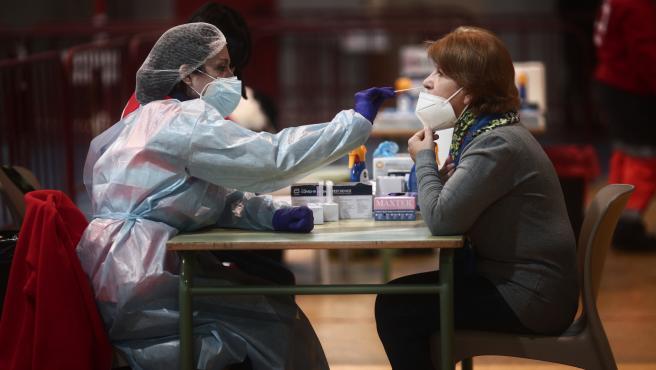 La Comunidad de Madrid notifica 2.884 casos nuevos, 2.226 de las últimas 24 horas, y 58 fallecidos más