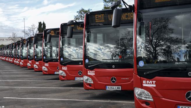 Los nuevos autobuses de la EMT de València, en las cocheras.