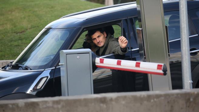 Iker Casillas acude al hospital donde se encuentra ingresada Sara Carbonero