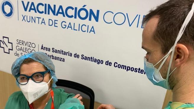 Sigue el proceso de vacunación en el área sanitaria de Santiago.
