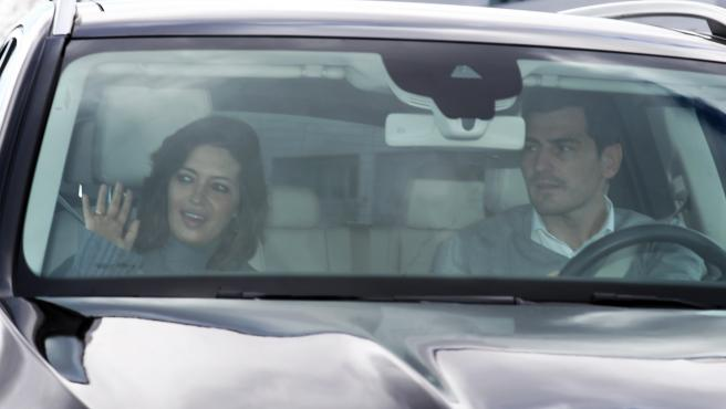 Sara Carbonero e Iker Casillas saliendo de la Clínica Universidad de Navarra.