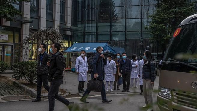 La Organización Mundial de la Salud (OMS) ha concluido su investigación de campo en Wuhan, China, para arrojar luz acerca del origen de la pandemia del coronavirus. Aunque han quedado muchas preguntas sin responder, el equipo trasladado hasta el epicentro de la pandemia ha sacado algunas cosas en claro.