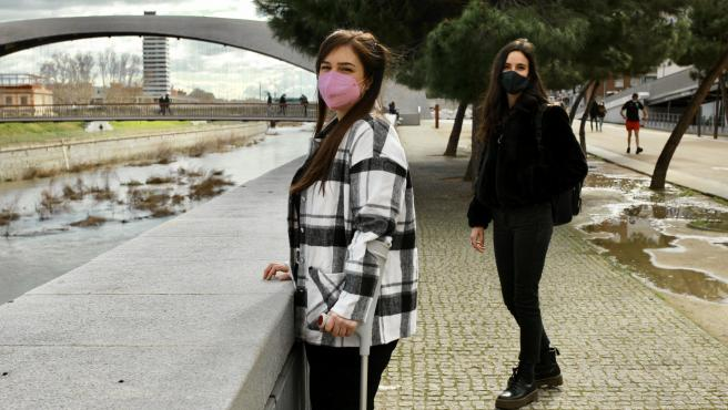 Irene Atienza y Lucía Arnaiz, dos afectadas por endometriosis.