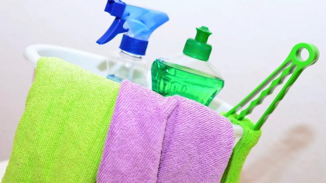 Lógicamente también son necesarios productos para la casa, tanto artículos de limpieza como de cuidado personal como geles, champús o jabones.
