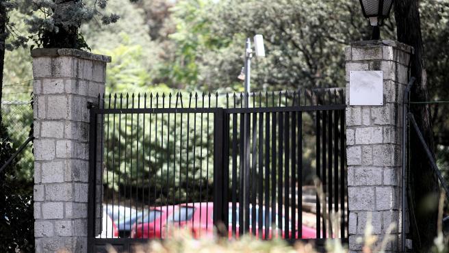 Puerta del centro de primera acogida de menores extranjeros no acompañados (menas) situado en la zona de Casa de Campo, en Madrid (España).