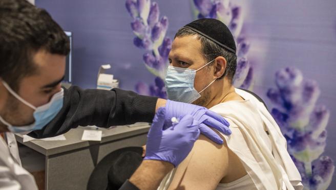 Vacunación contra la COVID-19 en Jerusalén.