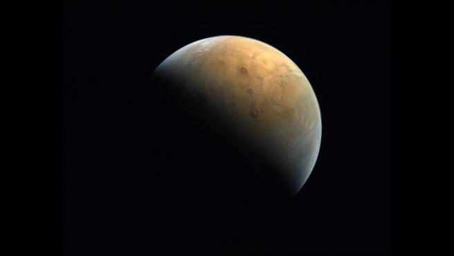 Marte visto por la sonda Hope, la primera que envía al planeta Emiratos Árabes Unidos.
