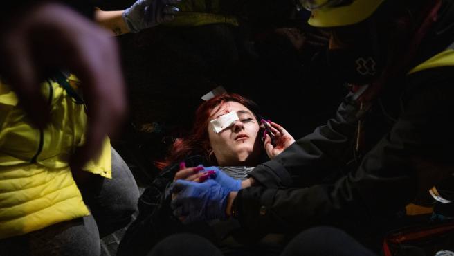 La joven de 19 años herida de un ojo durante la concentración contra el encarcelamiento de Hasel de este martes en Barcelona.