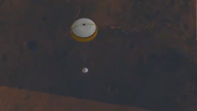 Imagen del rover Perseverance de la NASA en el momento del aterrizaje.