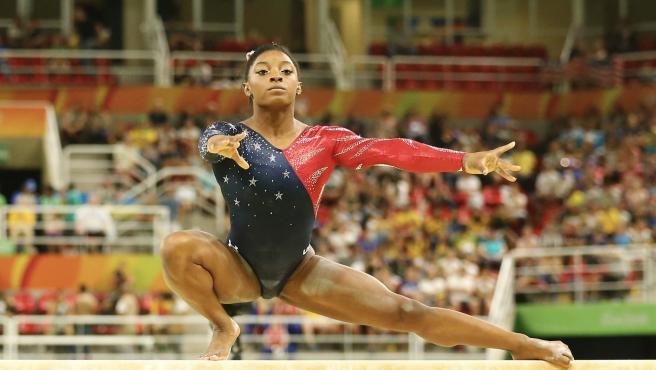 La gimnasta Simone Biles durante una rutina.