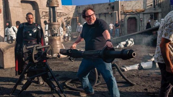 Jon Favreau con Giancarlo Esposito en el set de 'The Mandalorian'