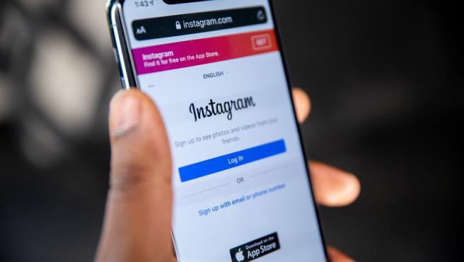 Instagram tiene aproximadamente mil millones de usuarios activos mensuales.