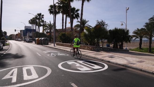 El carril 30 sentido este cerrará para uso exclusivo de bicis y VMP los fines de semana y días festivos