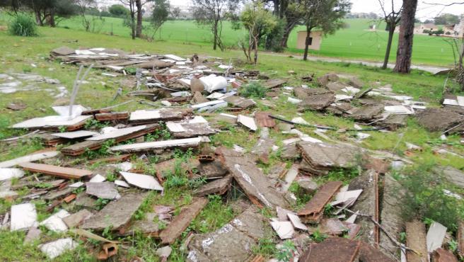 Los ecologistas de Alcalá reclaman de nuevo al Ayuntamiento que retire los escombros del antiguo camping Oroma