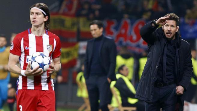 Filipe Luis y Diego Simeone, durante su tiempo juntos en el Atlético de Madrid.