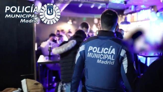 Intervención de la Policía Municipal en una fiesta clandestina en un local de Madrid.