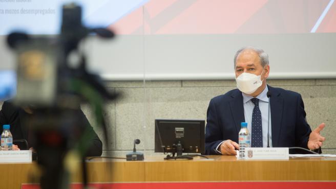 Lugo. El presidente de la Diputación de Lugo, José Tomé, presenta nuevas medidas de apoyo para paliar el impacto de la pandemia en el tejido económico de la provincia. En la imagen, Jose Tome durante la rueda de pren