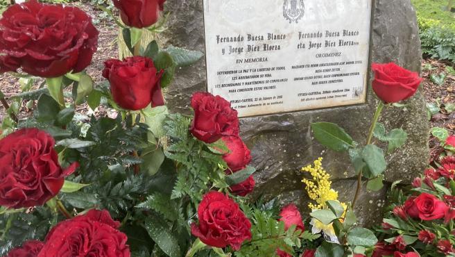 Ofrenda floral en el 21 aniversario de los asesinatos a manos de ETA del dirigente del PSE-EE, Fernando Buesa, y su escolta, el ertzaina Jorge Díez
