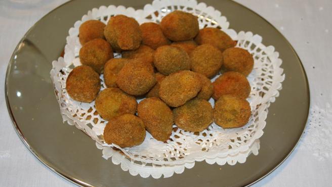 Un plato de 'olive all´ascolana', un antipasto muy popular en Italia.