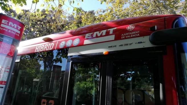 Archivo - Autobús de la EMT de València