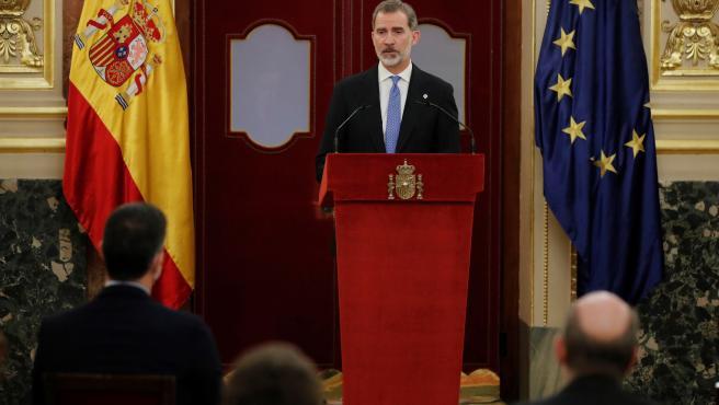 El rey Felipe VI ofrece un discurso durante la ceremonia que se celebra en el Congreso de los Diputados, con motivo del 40 aniversario del 23-F.