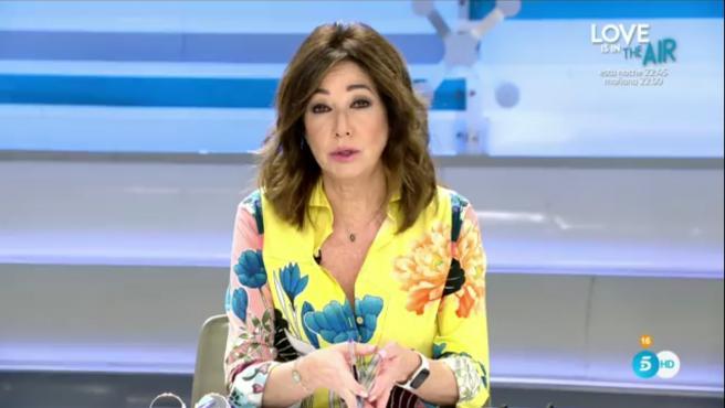 Ana Rosa Quintana da un discurso en el aniversario del 23F.