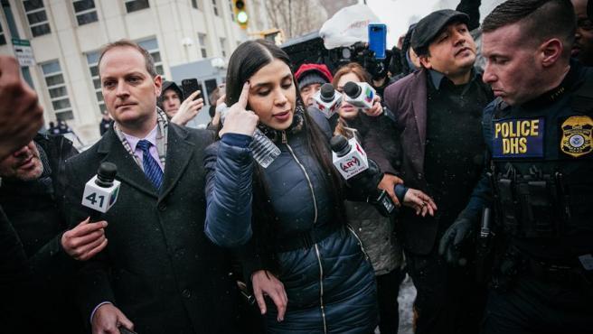 Emma Coronel Aispuro, esposa del narcotraficante Joaquín 'El Chapo' Guzmán, durante el juicio a su marido en el Tribunal Federal de EE UU, en Brooklyn, Nueva York, el 12 de febrero de 2019.