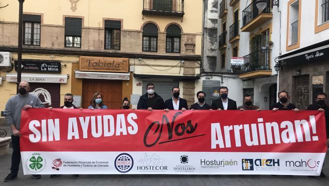 Los hosteleros andaluces exigen a la Junta ampliar aforos y horarios.