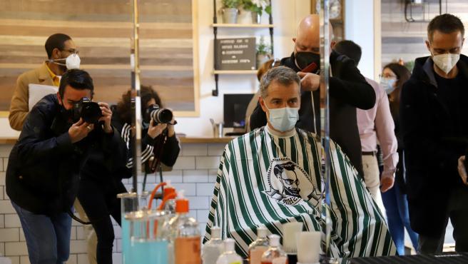 Toni Cantó se corta el pelo para pedir una bajada del IVA